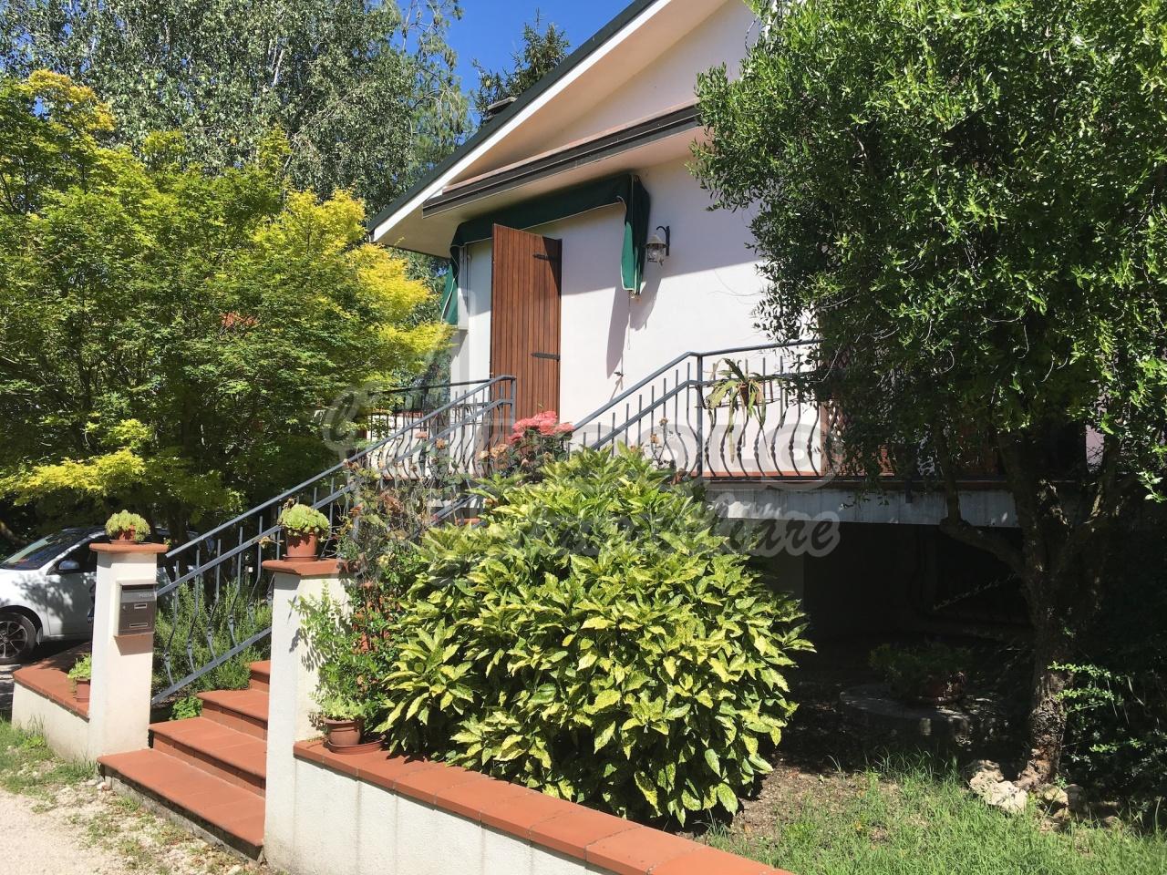 Soluzione Indipendente in vendita a Fiesso Umbertiano, 10 locali, prezzo € 180.000 | Cambio Casa.it