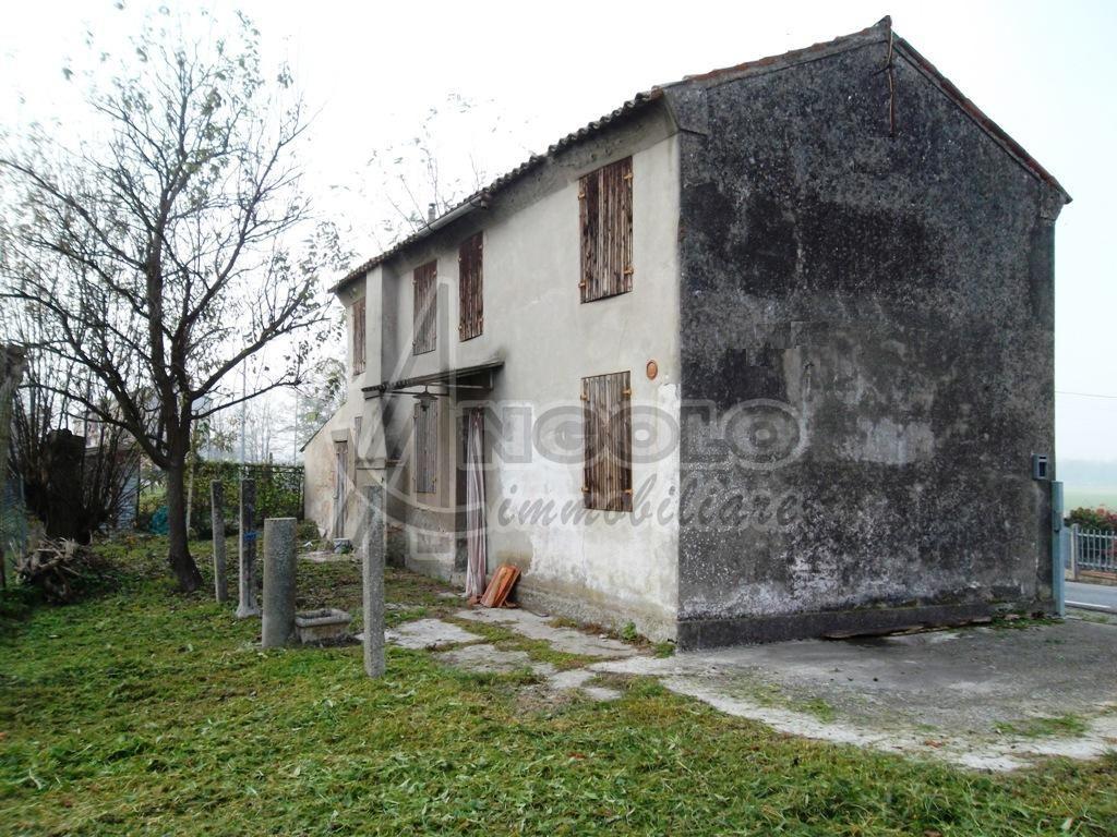 Rustico-casale Singolo in Vendita a Rovigo