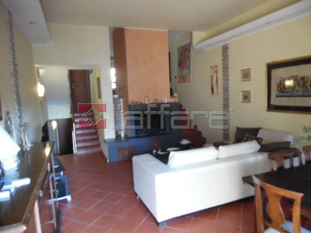 Soluzione Indipendente in vendita a Pontedera, 6 locali, prezzo € 310.000 | Cambio Casa.it