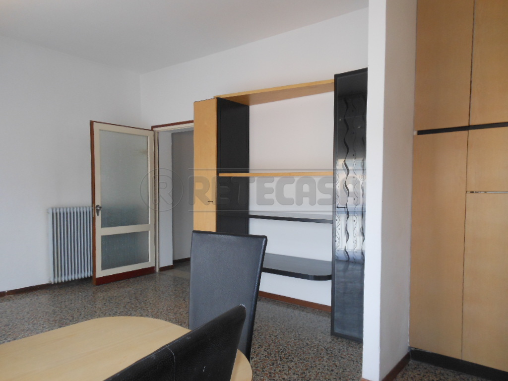 Appartamento in affitto a Bassano del Grappa, 4 locali, prezzo € 500 | Cambio Casa.it
