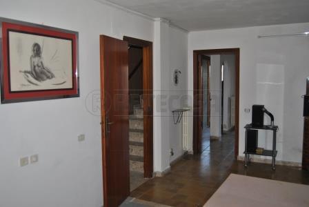 Soluzione Indipendente in vendita a Ancona, 5 locali, prezzo € 120.000   Cambio Casa.it