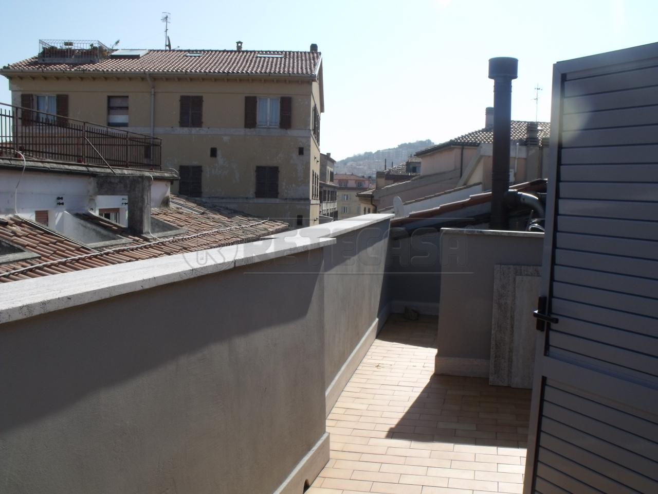 Attico / Mansarda in vendita a Ancona, 3 locali, prezzo € 220.000 | Cambio Casa.it