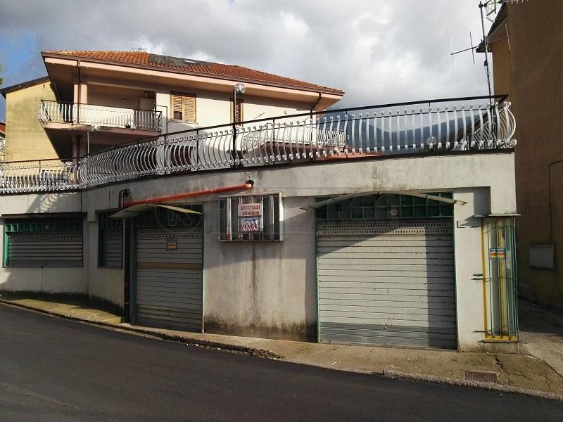 Negozio / Locale in vendita a Montoro, 1 locali, prezzo € 135.000   Cambio Casa.it