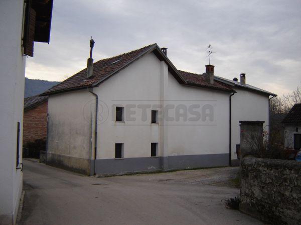 Soluzione Semindipendente in vendita a Belluno, 8 locali, prezzo € 140.000 | Cambio Casa.it