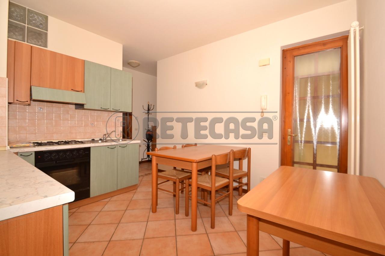 Appartamento in vendita a Valdagno, 4 locali, prezzo € 43.000   Cambio Casa.it