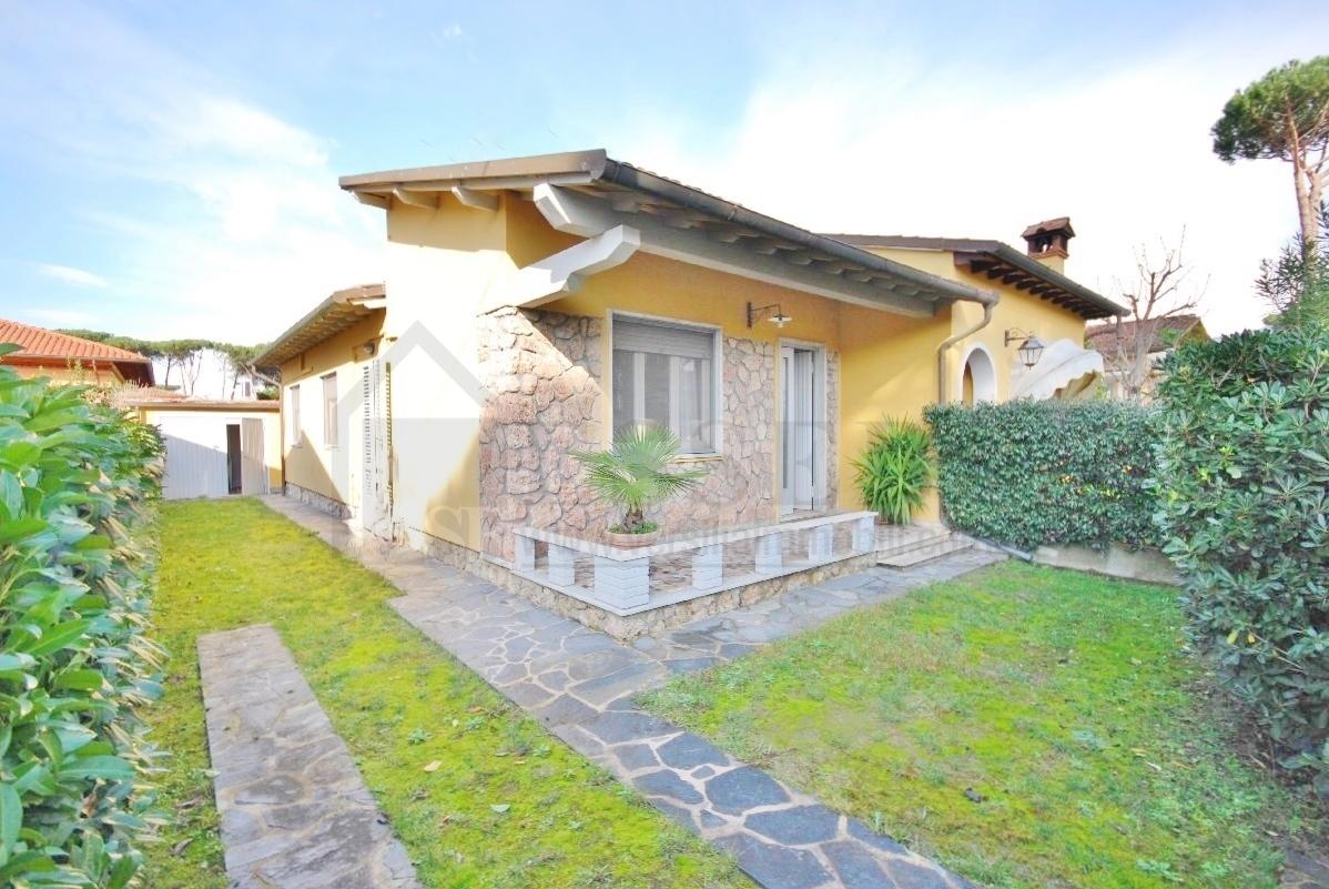 Soluzione Indipendente in affitto a Pietrasanta, 4 locali, Trattative riservate | CambioCasa.it