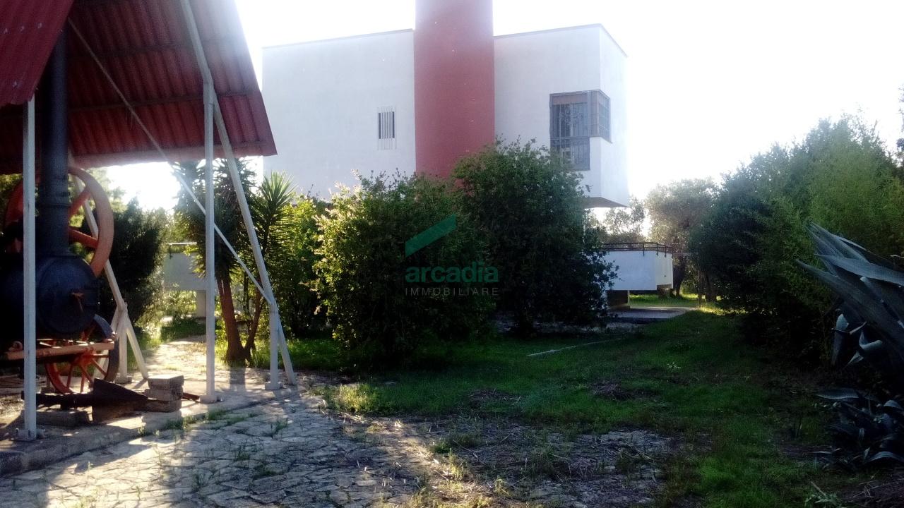 Villa in affitto a Bari, 9 locali, prezzo € 800 | CambioCasa.it