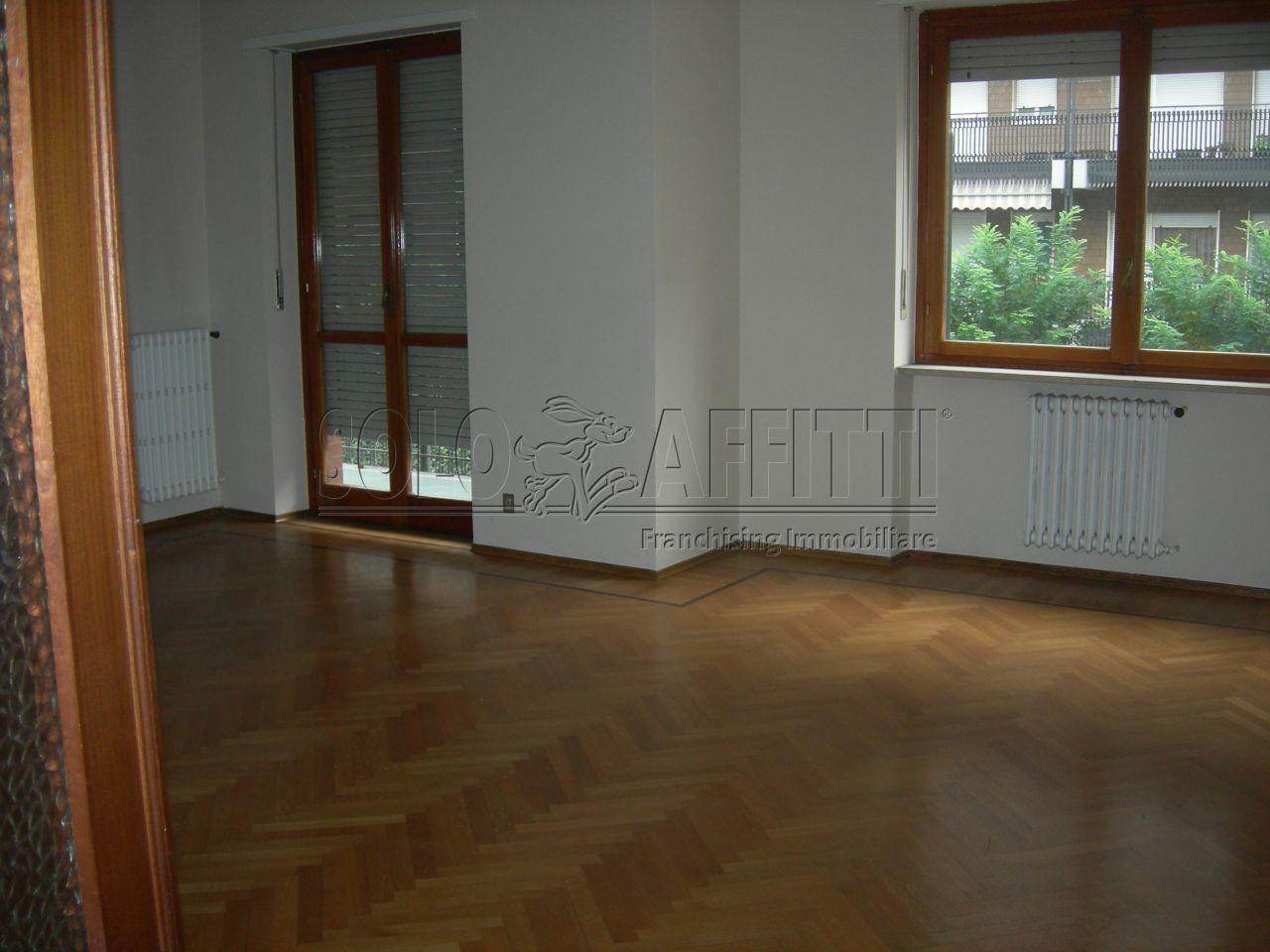 Ufficio / Studio in affitto a Torino, 5 locali, prezzo € 800   Cambio Casa.it