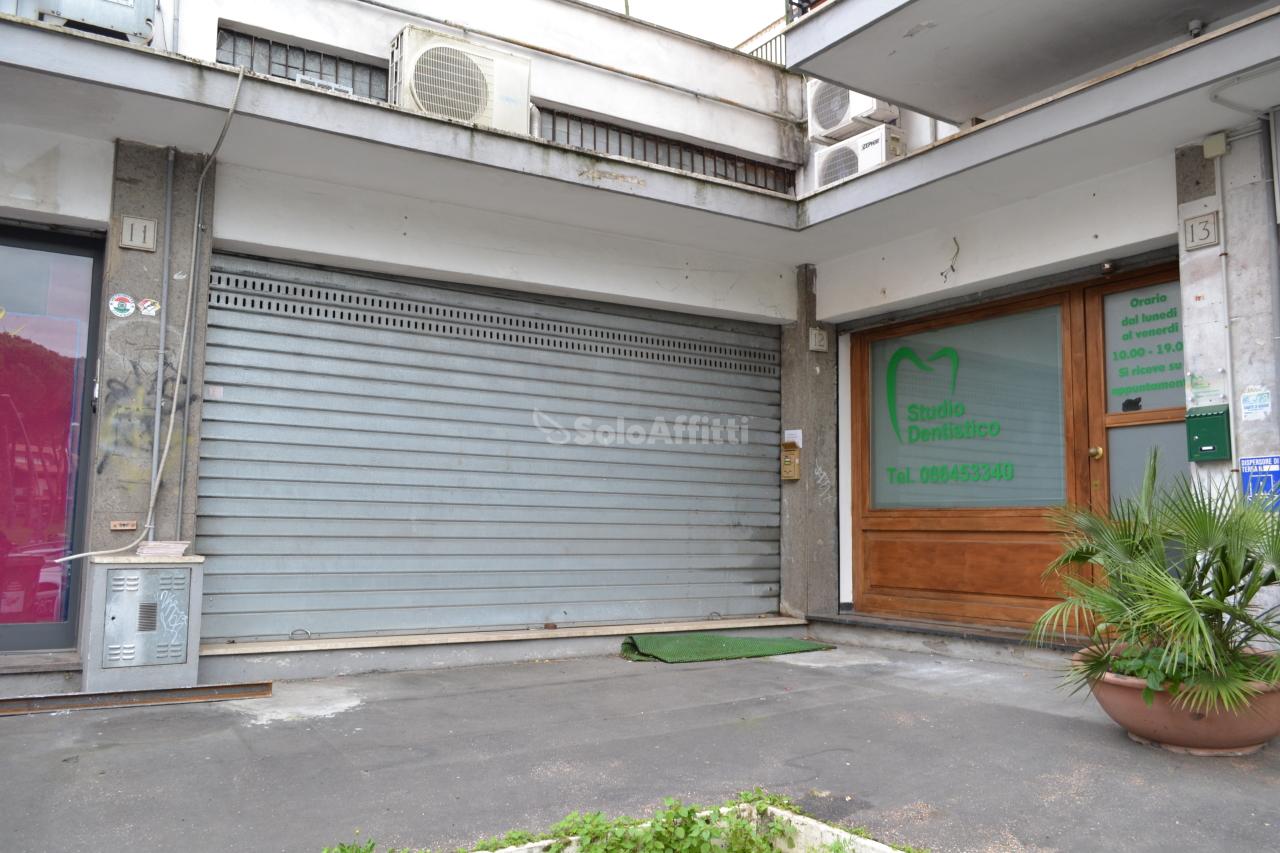 Fondo negozio in affitto a roma spinaceto villaggio for Roma eur affitto