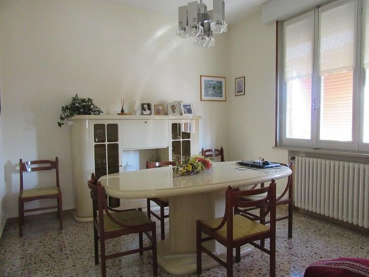 Soluzione Indipendente in vendita a Medesano, 8 locali, prezzo € 258.000 | Cambio Casa.it