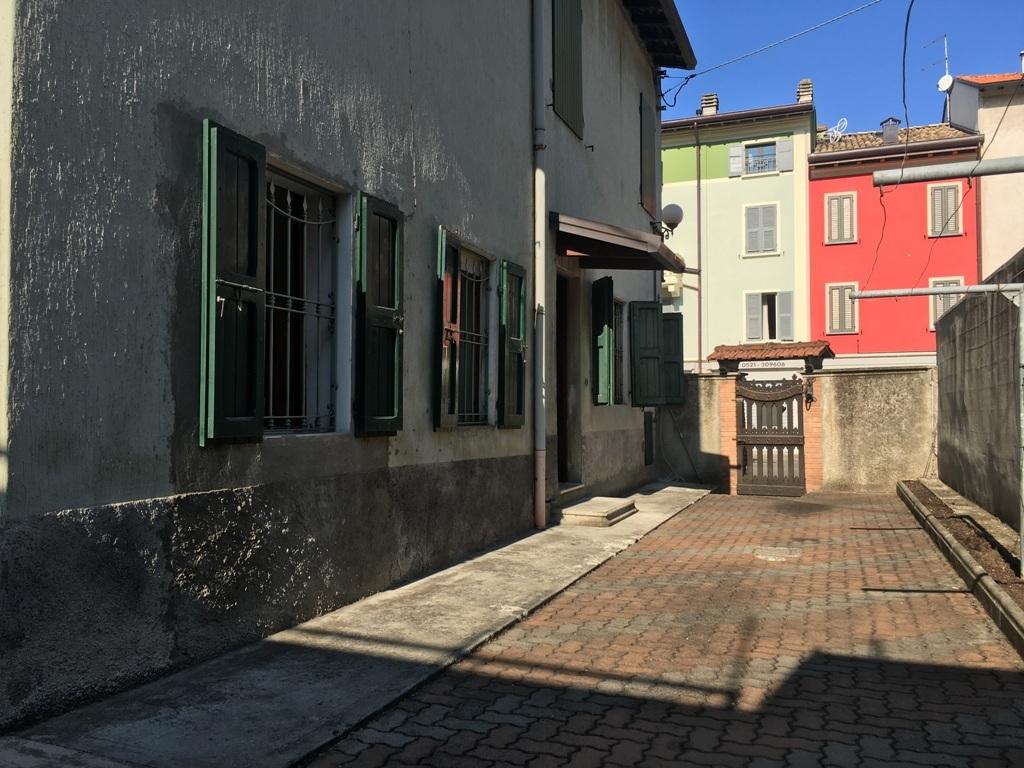 Bilocale Collecchio Via Spezia  82 1