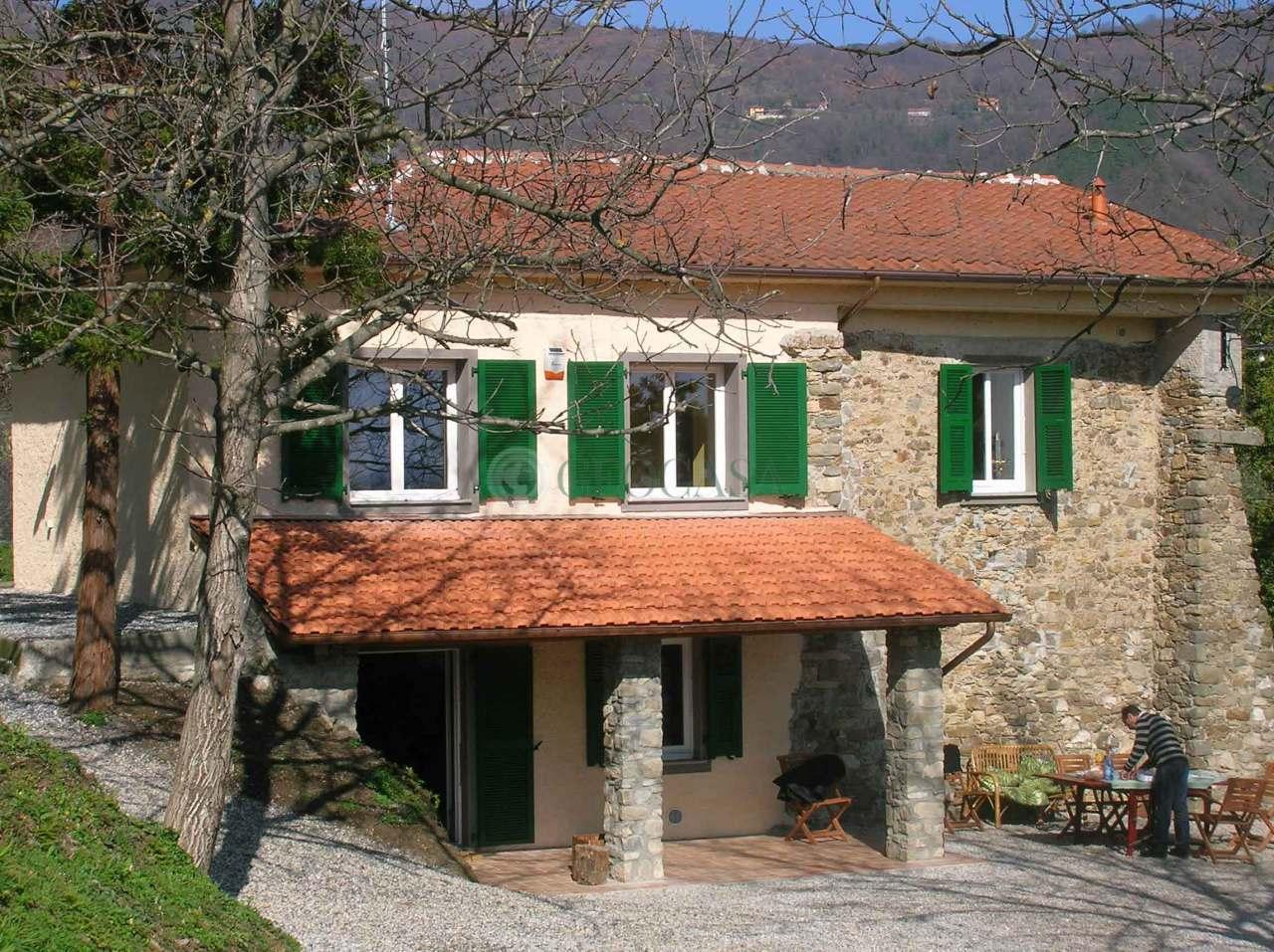 Rustico / Casale in vendita a Follo, 5 locali, prezzo € 450.000 | CambioCasa.it