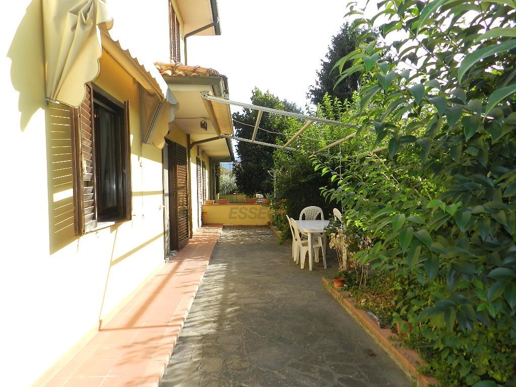 Soluzione Indipendente in affitto a Lucca, 6 locali, prezzo € 750 | CambioCasa.it
