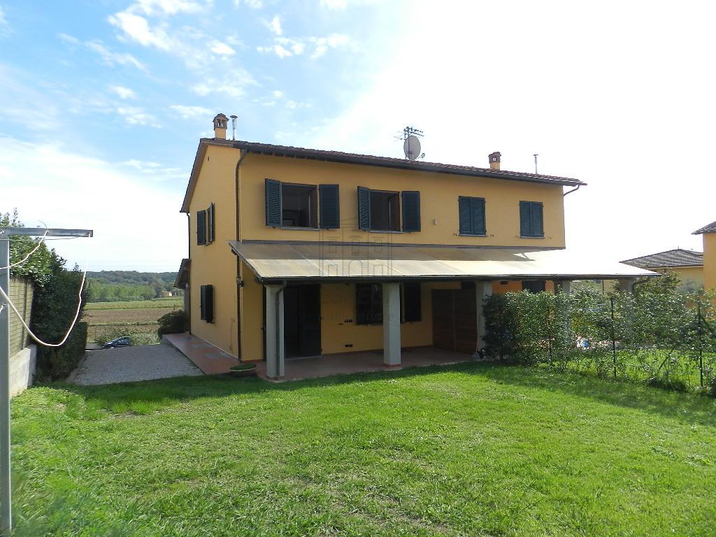 Soluzione Indipendente in affitto a Lucca, 6 locali, prezzo € 1.050 | CambioCasa.it