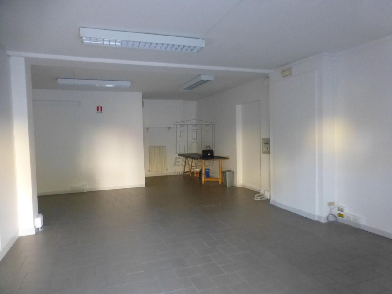 affitto locale commerciale lucca   1800 euro  2 locali  150 mq