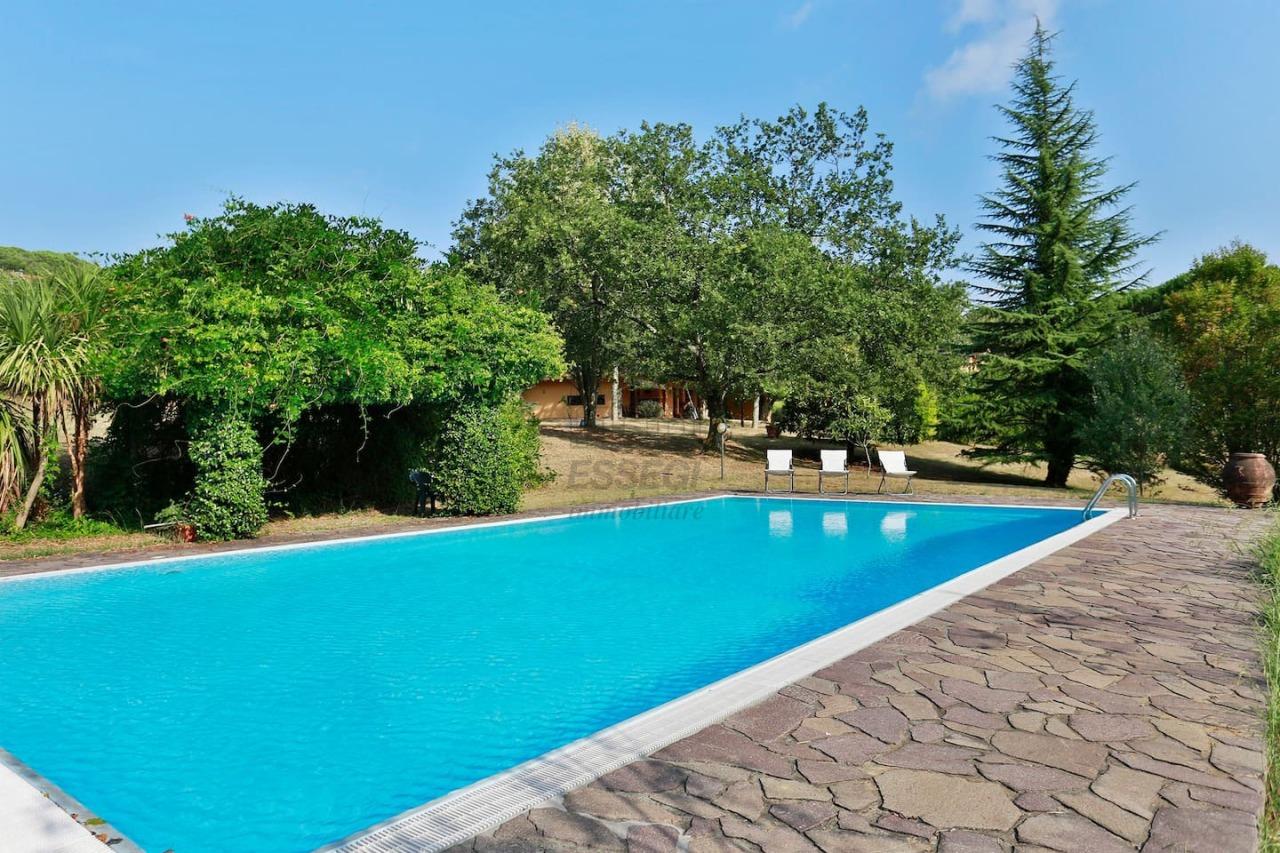 Villa in affitto a Lucca, 12 locali, prezzo € 3.000 | CambioCasa.it
