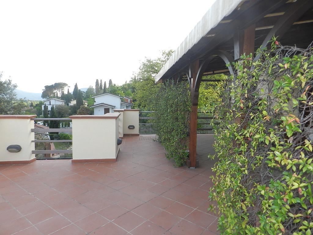 affitto appartamento lucca   750 euro  4 locali  80 mq