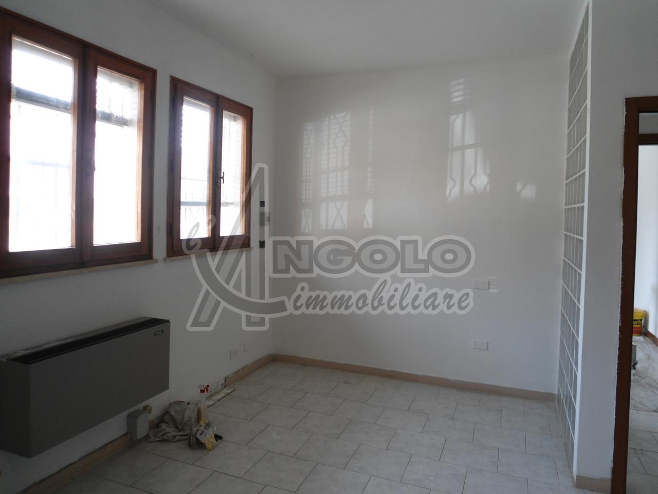 Ufficio / Studio in affitto a Occhiobello, 2 locali, prezzo € 380 | Cambio Casa.it