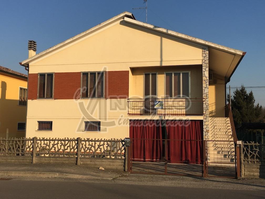 Soluzione Indipendente in vendita a Occhiobello, 11 locali, prezzo € 158.000 | Cambio Casa.it