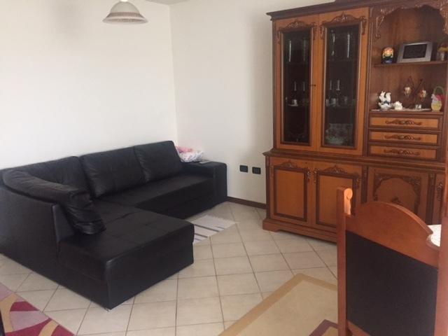 Appartamento in affitto a Castello di Godego, 4 locali, prezzo € 400   Cambio Casa.it