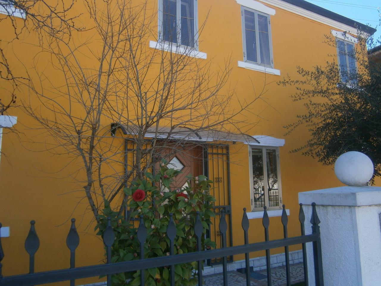 Soluzione Indipendente in vendita a Lonigo, 9 locali, prezzo € 210.000 | Cambio Casa.it