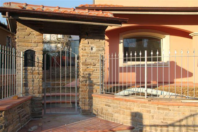 Villa in vendita a Massa e Cozzile, 7 locali, prezzo € 380.000 | Cambio Casa.it