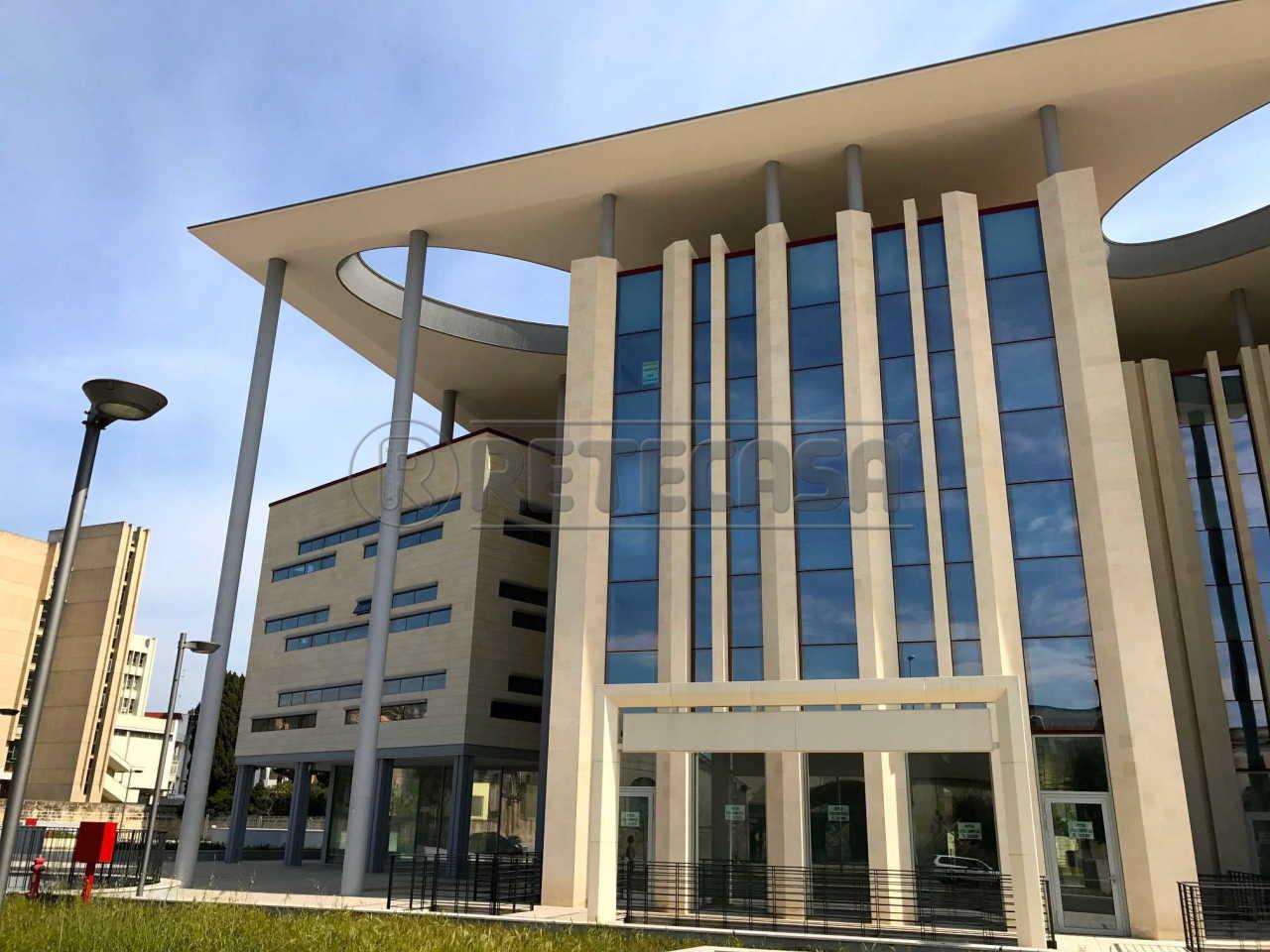 Ufficio diviso in ambienti/locali in affitto - 50 mq