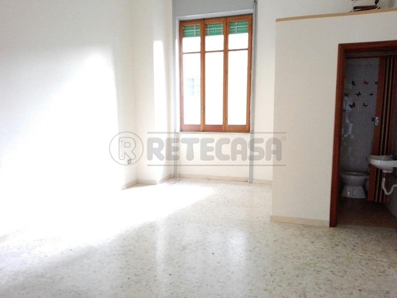 Negozio / Locale in affitto a Mercato San Severino, 1 locali, prezzo € 400 | Cambio Casa.it