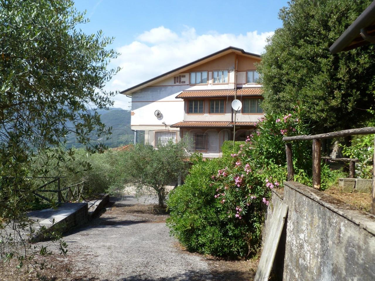 Villa in vendita a Camaiore, 20 locali, prezzo € 490.000   Cambio Casa.it