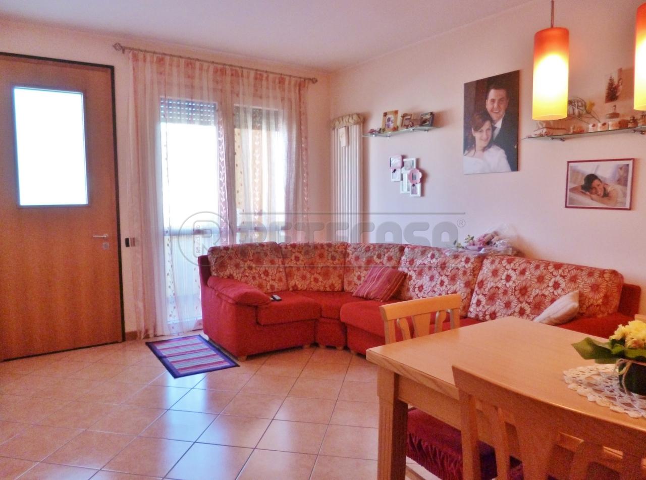Appartamento in vendita a Gambellara, 4 locali, prezzo € 100.000 | Cambio Casa.it