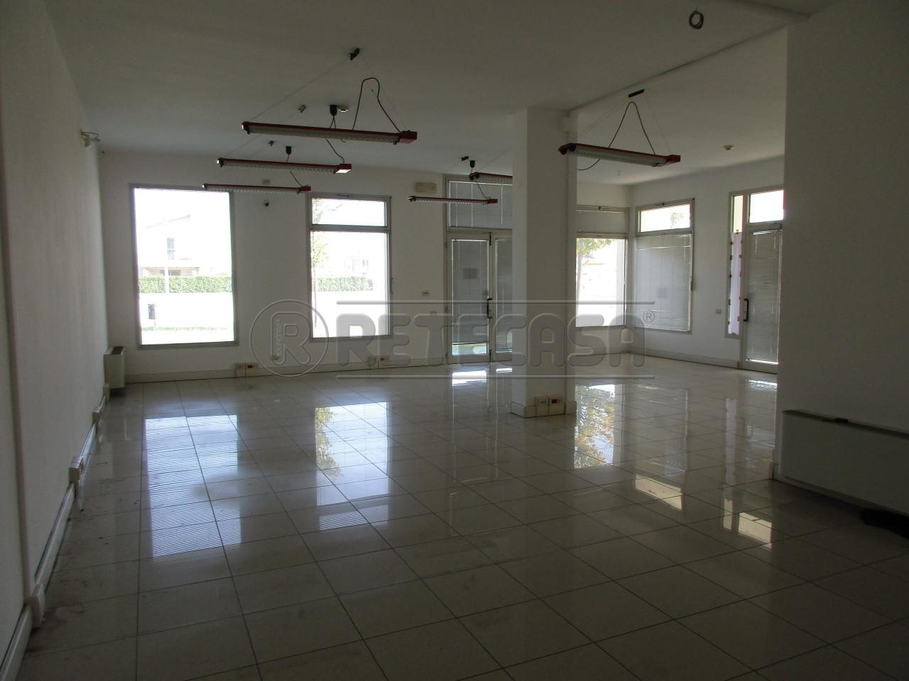Negozio / Locale in affitto a Borgoricco, 9999 locali, prezzo € 750 | Cambio Casa.it