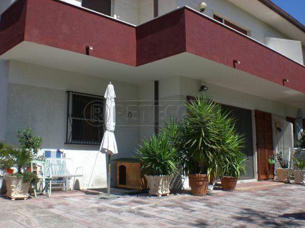 Soluzione Indipendente in vendita a Ancona, 6 locali, prezzo € 265.000 | Cambio Casa.it