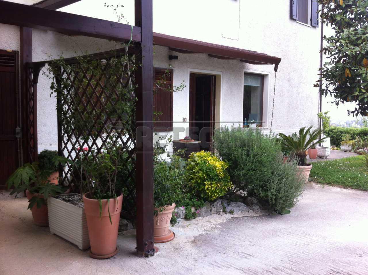 Villa in vendita a Ancona, 8 locali, prezzo € 430.000 | Cambio Casa.it