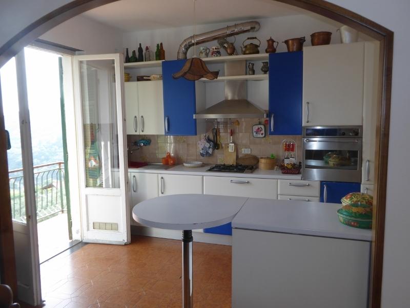Appartamento in vendita a Leivi, 6 locali, prezzo € 180.000 | CambioCasa.it