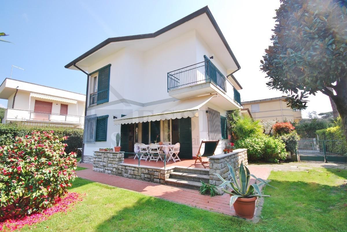 Soluzione Indipendente in affitto a Pietrasanta, 6 locali, Trattative riservate | Cambio Casa.it
