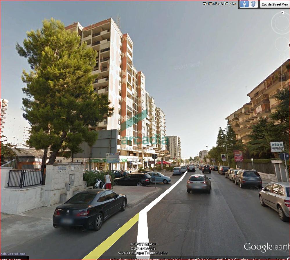 Diviso in ambienti/Locali in affitto a Bari in Via Camillo Rosalba