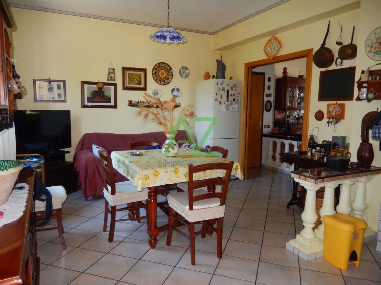 Appartamento in vendita a Acireale, 5 locali, prezzo € 155.000 | Cambio Casa.it
