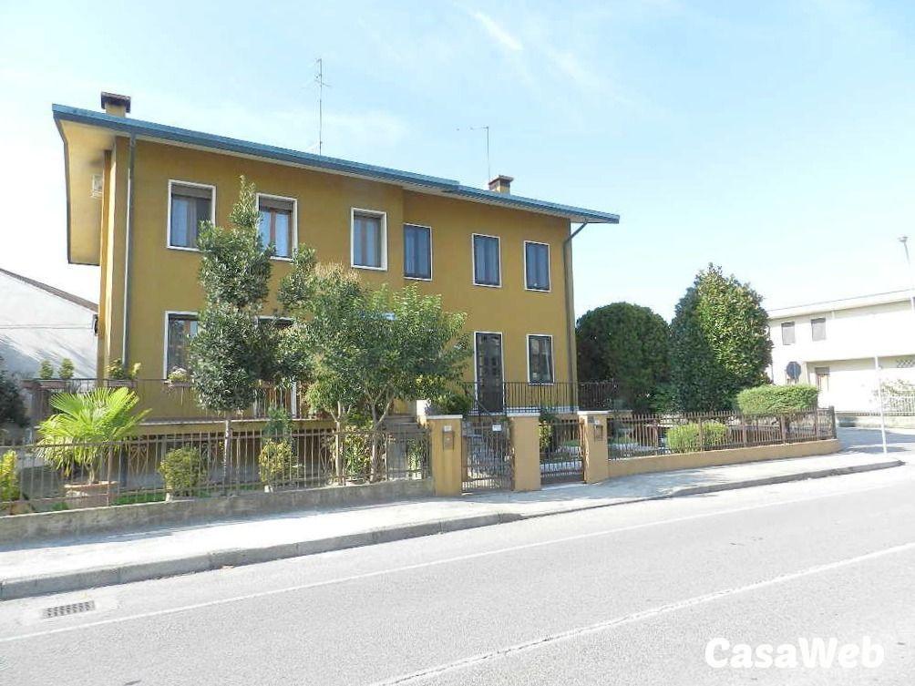 Soluzione Indipendente in vendita a Dolo, 9 locali, prezzo € 295.000   CambioCasa.it