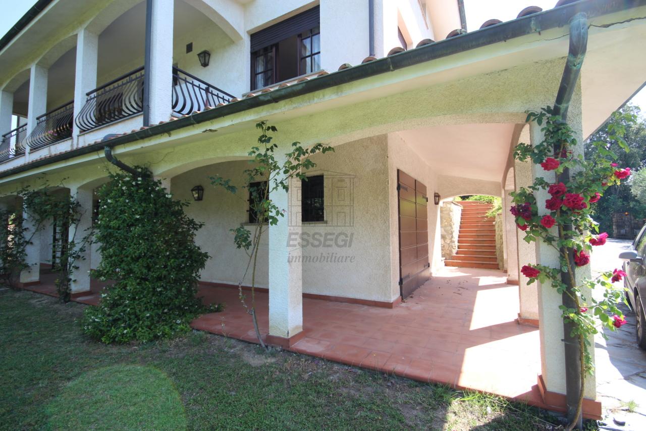 Soluzione Indipendente in affitto a Montecarlo, 10 locali, prezzo € 1.800 | Cambio Casa.it
