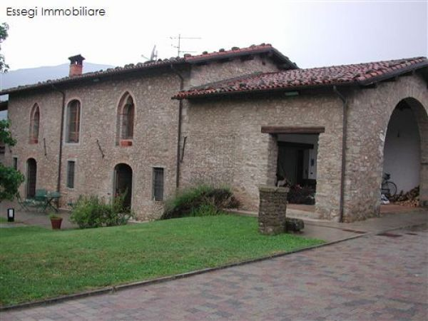 Rustico / Casale in Vendita a Castelnuovo di Garfagnana