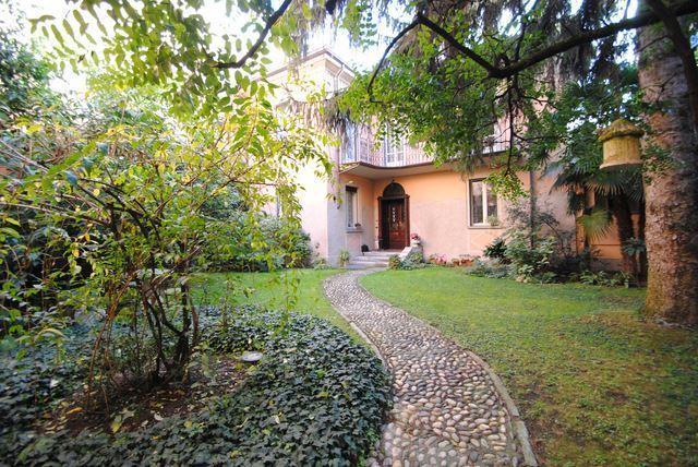 Villa in vendita a Pavia, 8 locali, prezzo € 1.280.000 | Cambio Casa.it