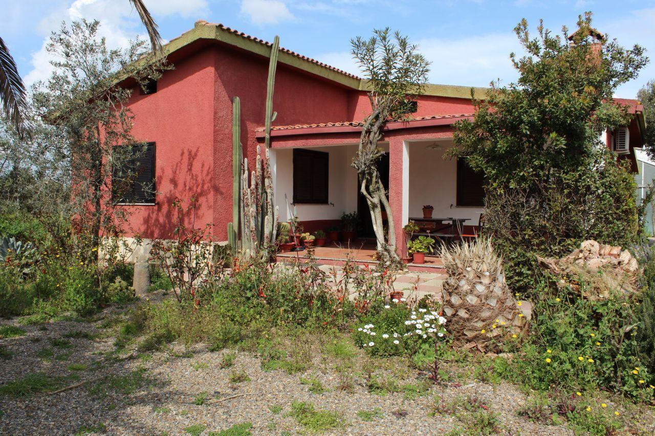 Villa in vendita a Uta, 4 locali, prezzo € 170.000 | Cambio Casa.it