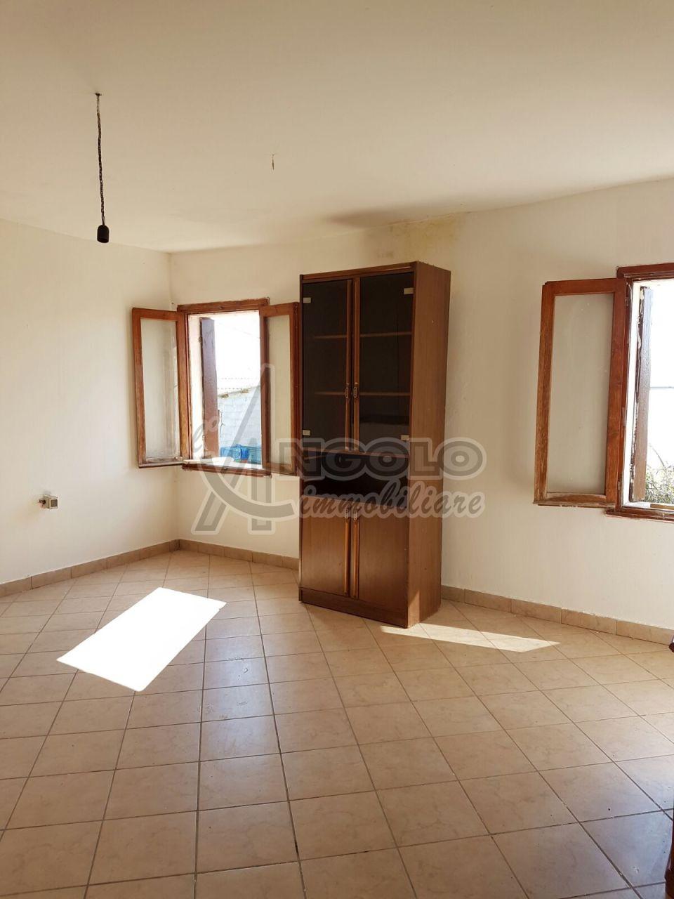 Rustico / Casale in vendita a Lusia, 7 locali, prezzo € 38.000 | Cambio Casa.it