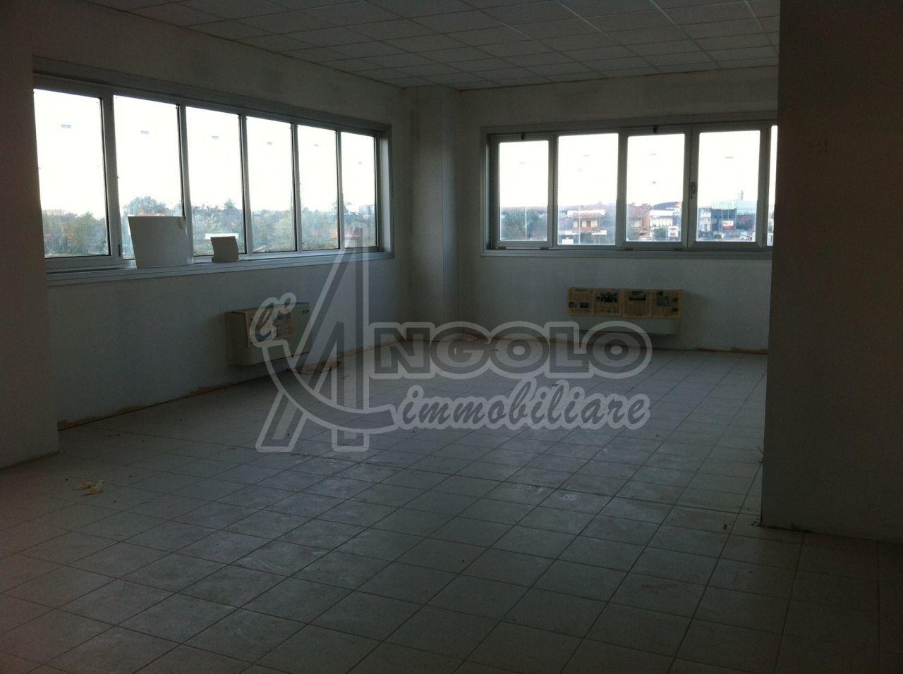 Ufficio / Studio in affitto a Occhiobello, 7 locali, prezzo € 1.100 | Cambio Casa.it