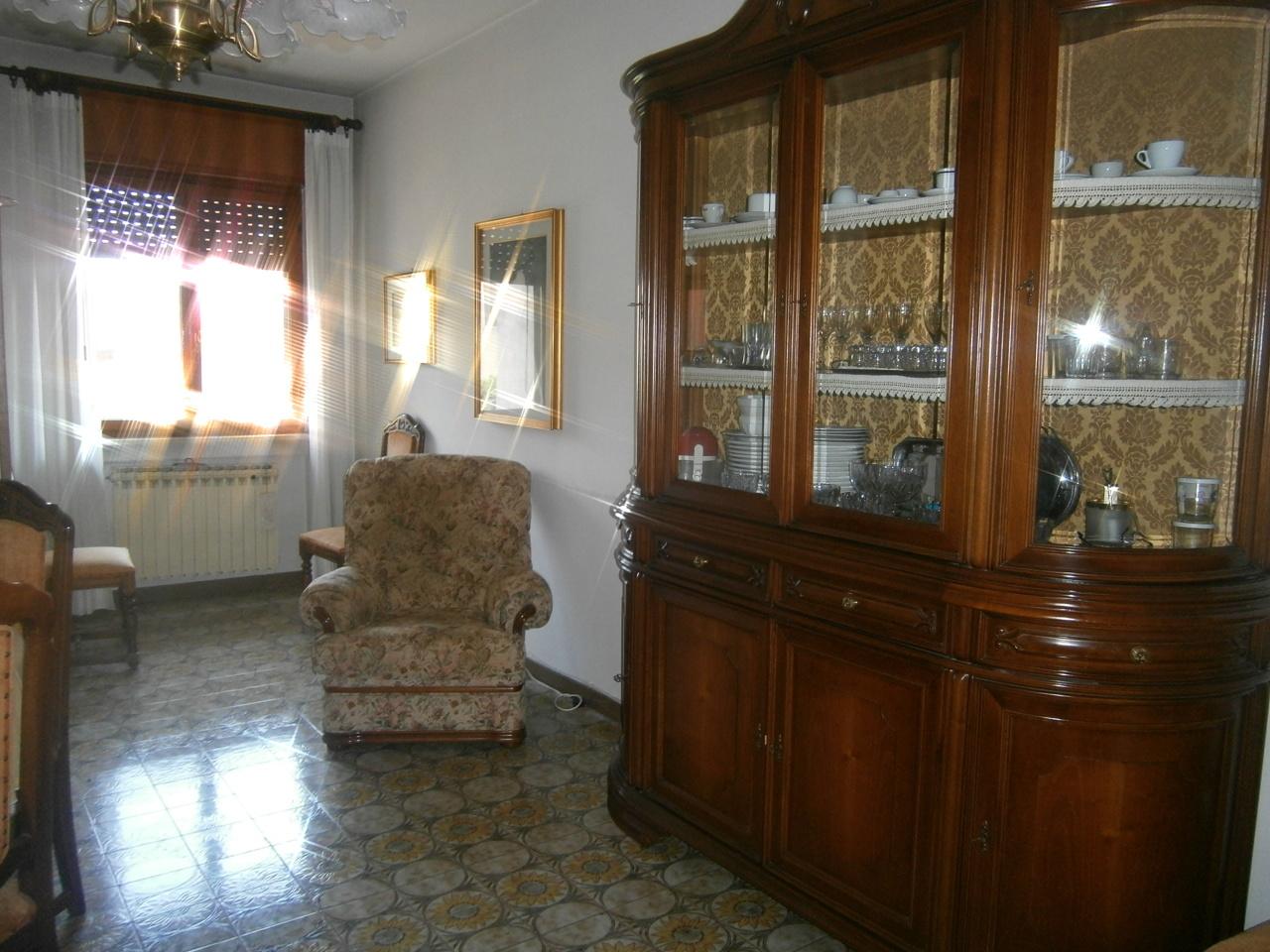 Appartamento in vendita a Lonigo, 5 locali, prezzo € 82.000 | Cambio Casa.it