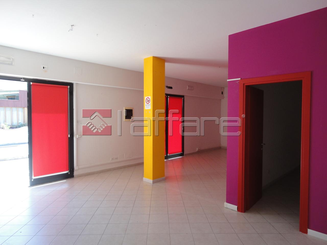 Negozio / Locale in affitto a Casciana Terme Lari, 1 locali, prezzo € 500 | CambioCasa.it