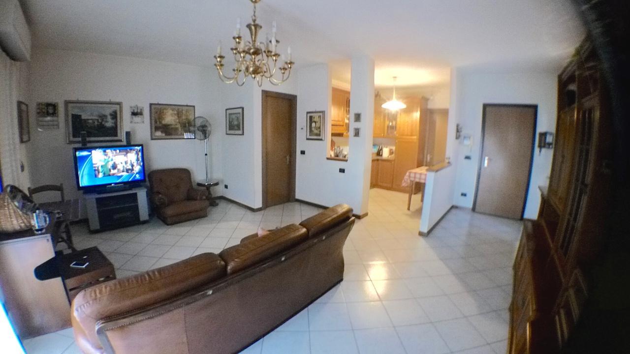 Appartamento in vendita a Pescia, 4 locali, prezzo € 148.000 | Cambio Casa.it