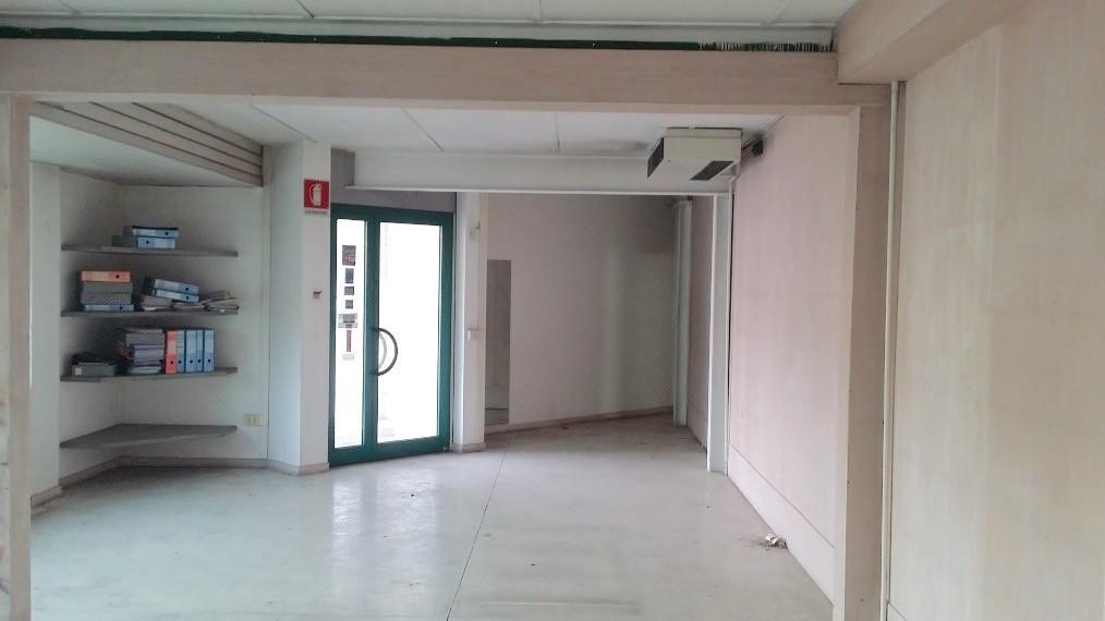 Capannone in affitto a Massa e Cozzile, 1 locali, prezzo € 12.000 | Cambio Casa.it