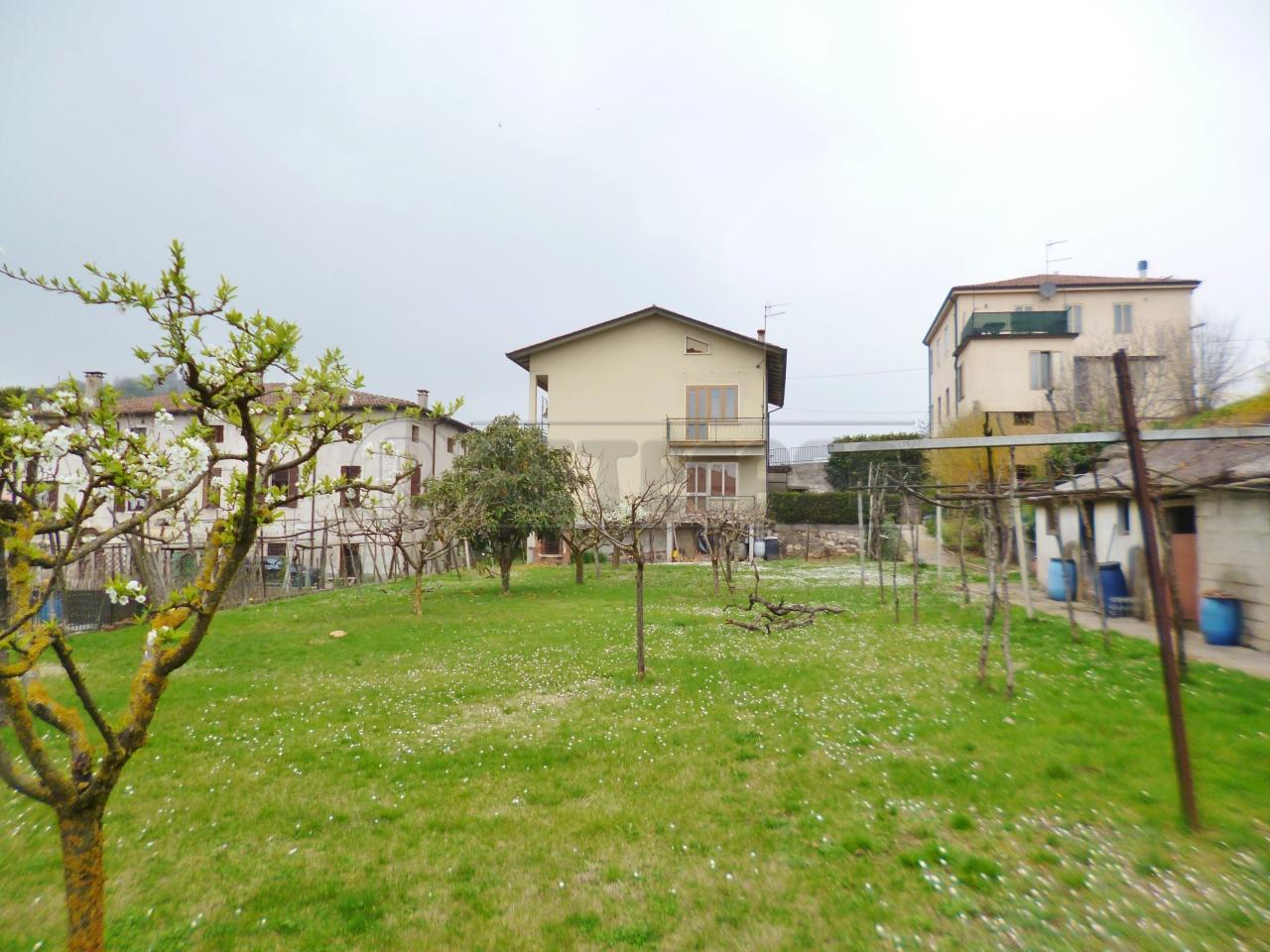 Soluzione Indipendente in vendita a Montebello Vicentino, 10 locali, prezzo € 200.000 | Cambio Casa.it