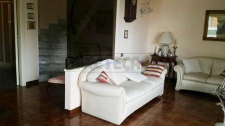 Soluzione Indipendente in vendita a Pescara, 6 locali, prezzo € 300.000 | Cambio Casa.it